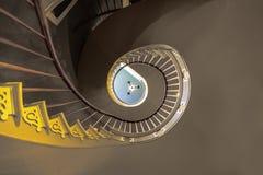 Gewundene Treppe zu den oberen Schlafzimmern Stockbild