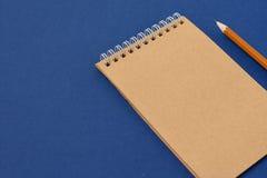 Gewundenes Notizbuch der Draufsicht Stockfoto