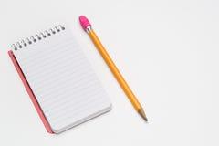 Gewundenes Notizbuch im Taschenformat lizenzfreie stockbilder