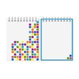 Gewundenes Notizbuch mit buntem geometrischem Muster Stockfotografie