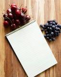 Gewundenes Notizbuch Steno mit Raum für Text oder Rezepte Stockfotos