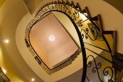 Gewundenes Schnecken-Treppenhaus mit Details Stockfoto