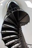 Gewundenes Treppenhaus im Leuchtturm stockbild