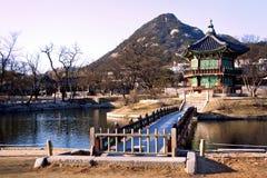 Geyonkbokuk kunglig slott i centralen Seoul Arkivbilder