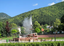 Geyserστο πόλης κέντρο Sapareva Banya, Βουλγαρία στοκ φωτογραφίες