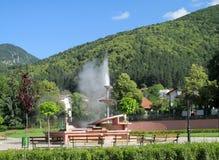 Geyserв городском центре Sapareva Banya, Болгарии Стоковые Фото