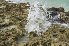 Geyser κτυπά από τις πέτρες Στοκ φωτογραφίες με δικαίωμα ελεύθερης χρήσης