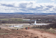 Geyser που εκρήγνυται στην Ισλανδία Στοκ εικόνα με δικαίωμα ελεύθερης χρήσης