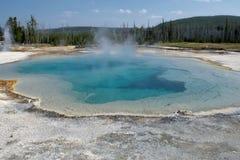Geyser σύστασης Yellowstone φυσικός παλαιός πιστός Στοκ Φωτογραφίες
