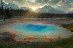 Geyser bleu chez Yellowstone images libres de droits