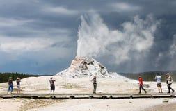 Geyser branco da abóbada, parque nacional de Yellowstone Fotografia de Stock