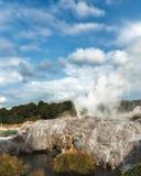 Geyser de Pohutu dans Rotorua, Nouvelle-Zélande image libre de droits