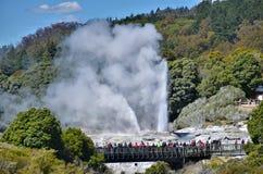 Geyser de Pohutu, nouveau Zeland Images libres de droits