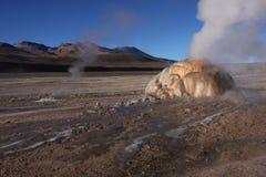 Geyser de roche d'EL Tatio Image stock