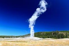 geyser fidèle vieux yellowstone Images libres de droits