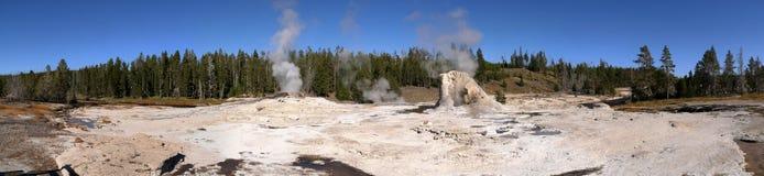 Geyser géant en stationnement national de Yellowstone Image stock