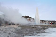 Geyser na mola quente de Geysir, Islândia Foto de Stock Royalty Free