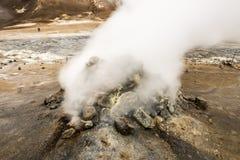 Geyser naturel de Hot Springs en Islande avec la vapeur Photo stock