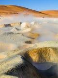 Geyser Sol de Manana在爱德华多Avaroa国家公园,安地斯山的Altiplano,玻利维亚 免版税库存照片