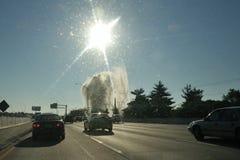 Geyser sur I95 le nord de Philadelphie, PA, Etats-Unis Photos libres de droits