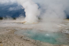 Geysers και ελατήρια Yellowstone στοκ εικόνα με δικαίωμα ελεύθερης χρήσης