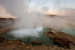 Geysers do EL Tatio - deserto de Atacama - o Chile fotografia de stock royalty free