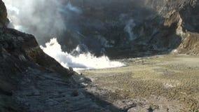 Geysers Hot Springs nas montanhas na ilha branca em Nova Zelândia filme