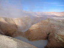 Geyseyr sol de manana à l'altiplano bolivien Images stock