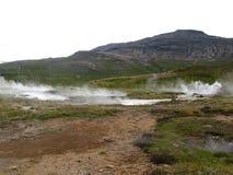 Geysir härligt icelandic geotermiskt område Arkivfoto