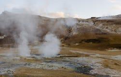 Geysir islandese di estate, uscire del vapore di terra Fotografia Stock