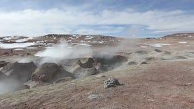 Geysirfeld EL Tatio in der hinteren Beleuchtung, Atacama-Region, Chile stock video footage