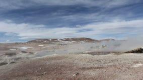 Geysirfeld EL Tatio in der hinteren Beleuchtung, Atacama-Region, Chile stock video