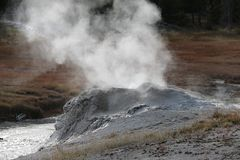 Geyzers de parc national de Yellowstone Image libre de droits