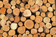 Gezaagde gevouwen logboeken Stock Foto's
