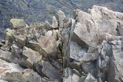 Gezackte Felsen auf Küstenlinie im Acadia-Nationalpark Lizenzfreie Stockfotografie