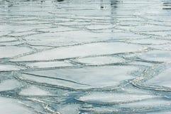 Gezackte Platten des Eises Stockfoto