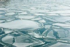 Gezackte Platten des Eises Stockbilder