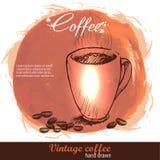 Gezeichnete Kaffeetasse der Weinlese Hand mit Bohnen Stockfotografie
