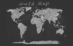 Gezeichnete Kreideskizze der Weltkarte Hand auf einer Tafel Stockbilder