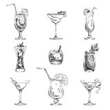 Gezeichneter Satz des Vektors Hand Cocktails und Alkohol stock abbildung