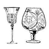 Gezeichneter Tintensatz des Vektors Hand von zwei Weingläsern vektor abbildung