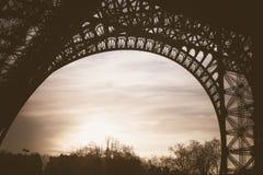 Gezeichnetes Bild Paris-Symbols Hand im Rahmen mit Gestaltungselementsatz Lizenzfreie Stockfotografie
