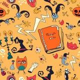 Gezeichnetes Muster Halloweens Hand mit Monstern Lizenzfreie Stockfotos