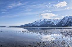 Gezeiten- Reflexionen Chilkat-Einlasses Stockbild