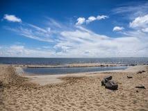 Gezeiten- Wasserpool in Hjerting nahe Esbjerg Stockfotos