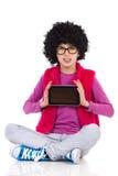 Gezet iets op een digitale tabletvertoning Stock Foto's