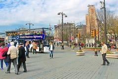 Gezicht die toeristenbus voor Hagia Sophia in Istanboel, Turkije zien Stock Fotografie