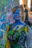 Gezicht en lichaam het schilderen van een vrouw Stock Afbeeldingen