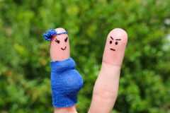 Gezicht op vingers wordt geschilderd die De man was verstoord omdat de vrouw zwanger is Stock Afbeeldingen