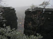 Gezicht tussen rotsen Stock Fotografie